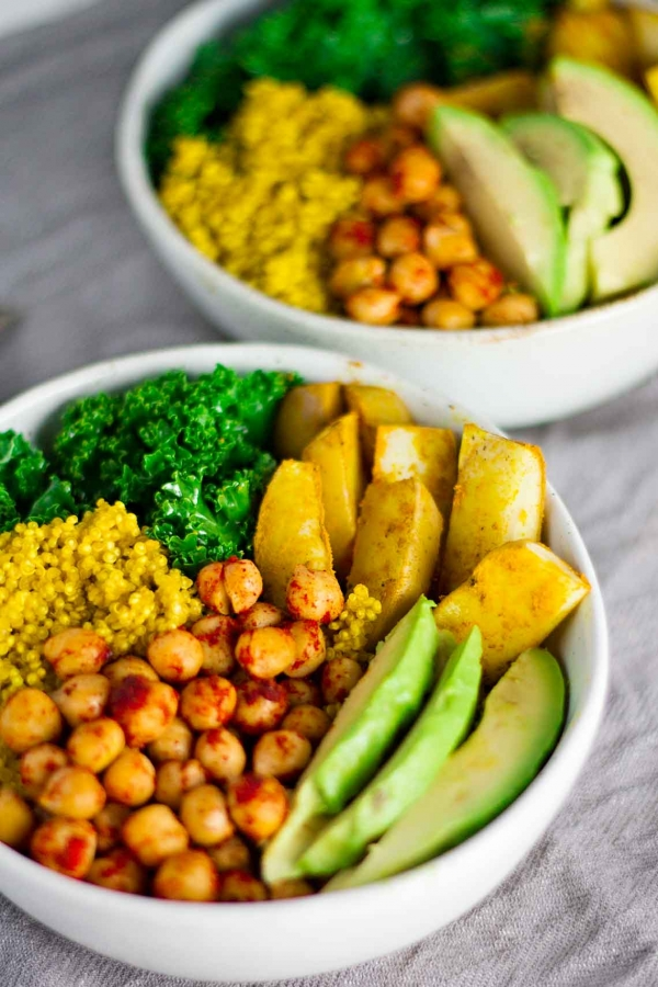 VEGAN TURMERIC QUINOA POWER BOWLS #vegan #veganrecipes #veggies #turmeric #quinoa #powerbowls #healthyrecipes #healthyfood