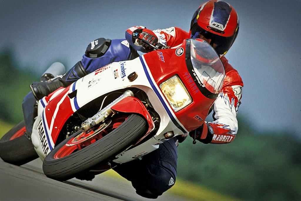 Sports Cycle: The 2 Stroke Race Replica, Suzuki RG500 vs
