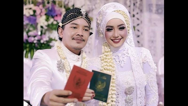 Cella Kotak dan Carolyna Dewi resmi menikah