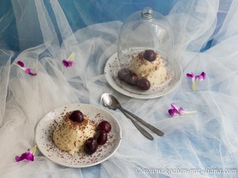 Grieß-Pudding mit Kirschen