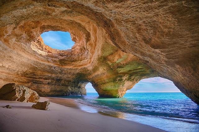 Praia de Benagil no Algarve