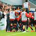 Melhor na meia cancha, Atlético vence Fluminense e namora G4