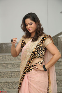 Shilpa Chakravarthy in Lovely Designer Pink Saree with Cat Print Pallu 021.JPG