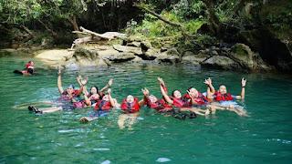 Keseruan aktifitas body rafting di Citumang Pangandaran