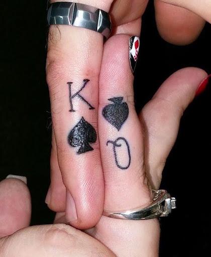 Esses incríveis rei e rainha do anel de tatuagens