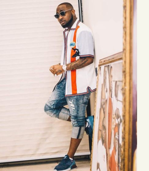 Davido Accused Of Giving His Used Clothes To Peruzzi & Fresh (Photos)