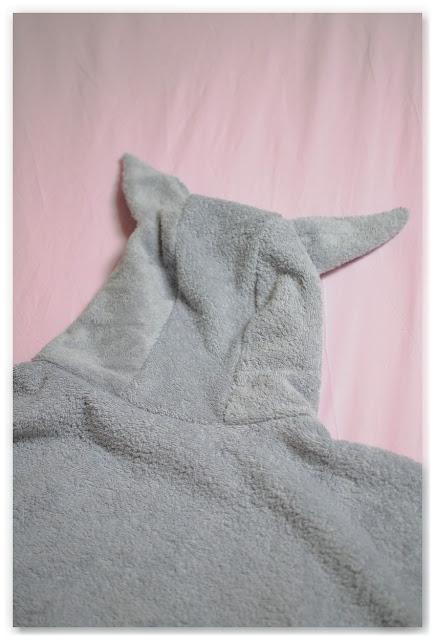 capuche à oreille sortie de bain éponge gris clair