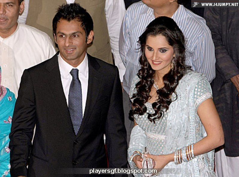 Shoaib Malik And Sania Mirza At Their Wedding Reception In Pakistan Lahore April