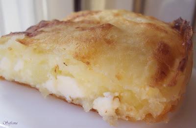 Borek van filodeeg met aardappelen en fetakaas.