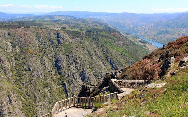 Mirador Balcón de Madrid. Miradores para contemplar el espectacular cañón del río Sil en la Ribera Sacra, provincia de Orense