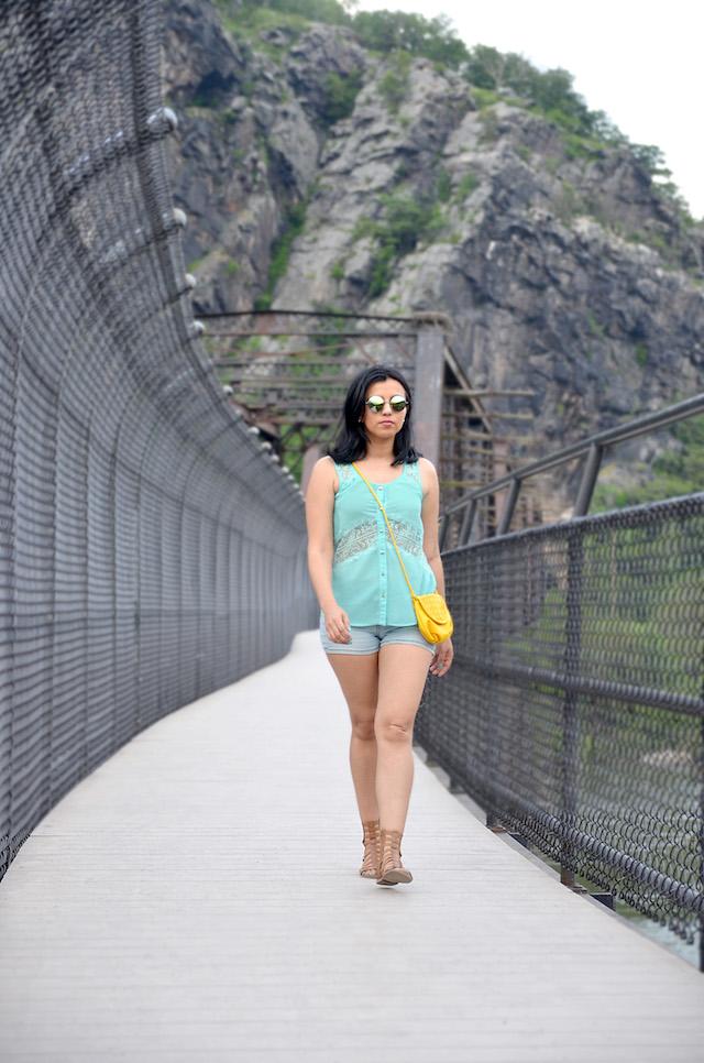 Summer Feeling-MariEstilo- Wearing: Bag/Bolso: NewDress Shorts/Pantalones cortos: Guess Gladiators Sandals/Gladiadoras: Charlotte Russe