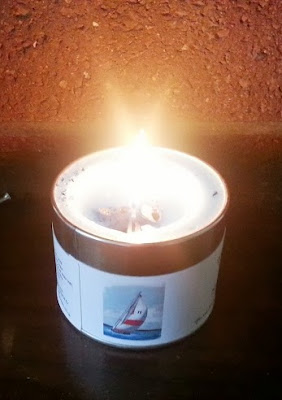 Sea smelling wax candle