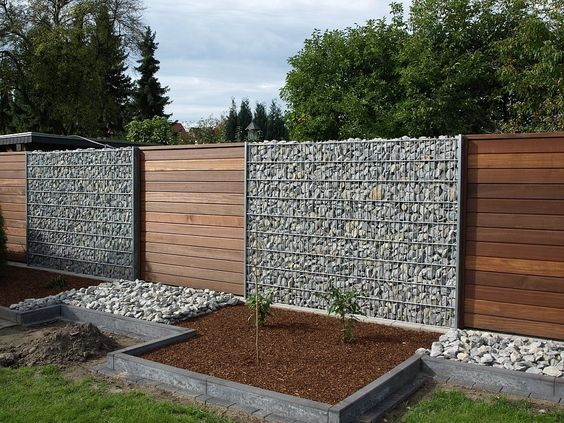 Dwell Of Decor: Amazing wire mesh and river rock planter topped ...
