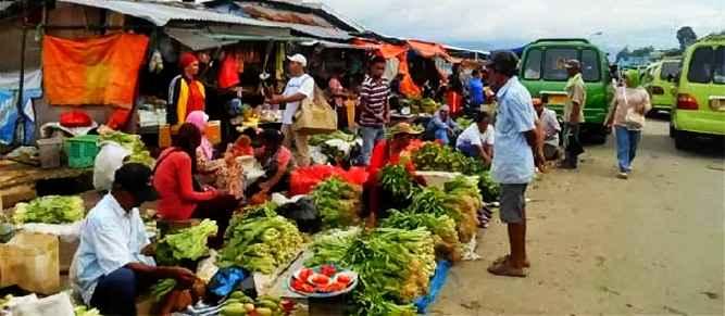 Kepala Dinas Perindustrian dan Perdagangan (Disperindag Kota Ambon, Pieter Leuwol menyatakan revitalisasi pasar Mardika Kota Ambon masuk dalam agenda program strategis nasional.