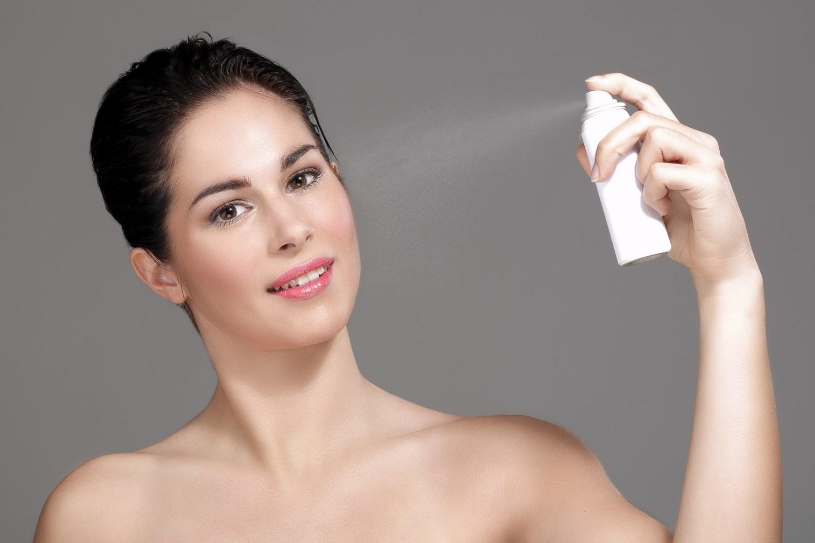 5 semprotan wajah buatan sendiri untuk menyegarkan kulit anda, cara membuat face spray buatan sendiri, kumpulan bahan alami untuk spray wajah buatan sendiri, baca resep spray wajah