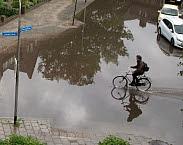 Wateroverlast in stedelijk gebied. Foto in Deltaprogramma 2017: werk aan de delta: opgaven verbinden, samen op koers