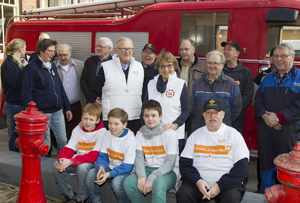 Princess Margriet and Pieter van Vollenhoven voluntering for NLDoet at the fire and stormrampmuseum in Borculo