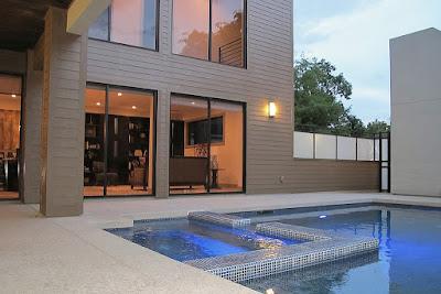 แบบบ้าน 2 ชั้น Modern Style ด้านสระว่ายน้ำ