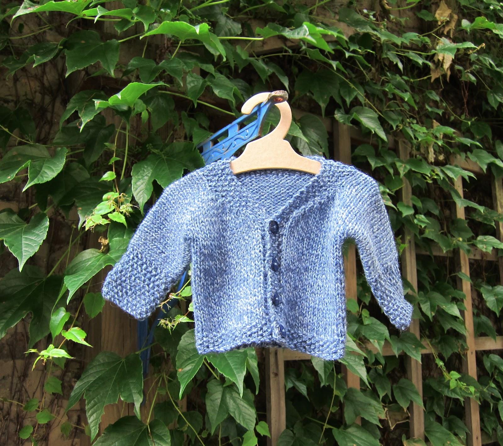 a caffeinated yarn: fo: easy baby cardigan