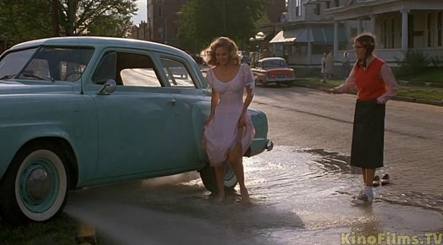 Kelly Preston dancing in water from broken fire hydrant after car accident