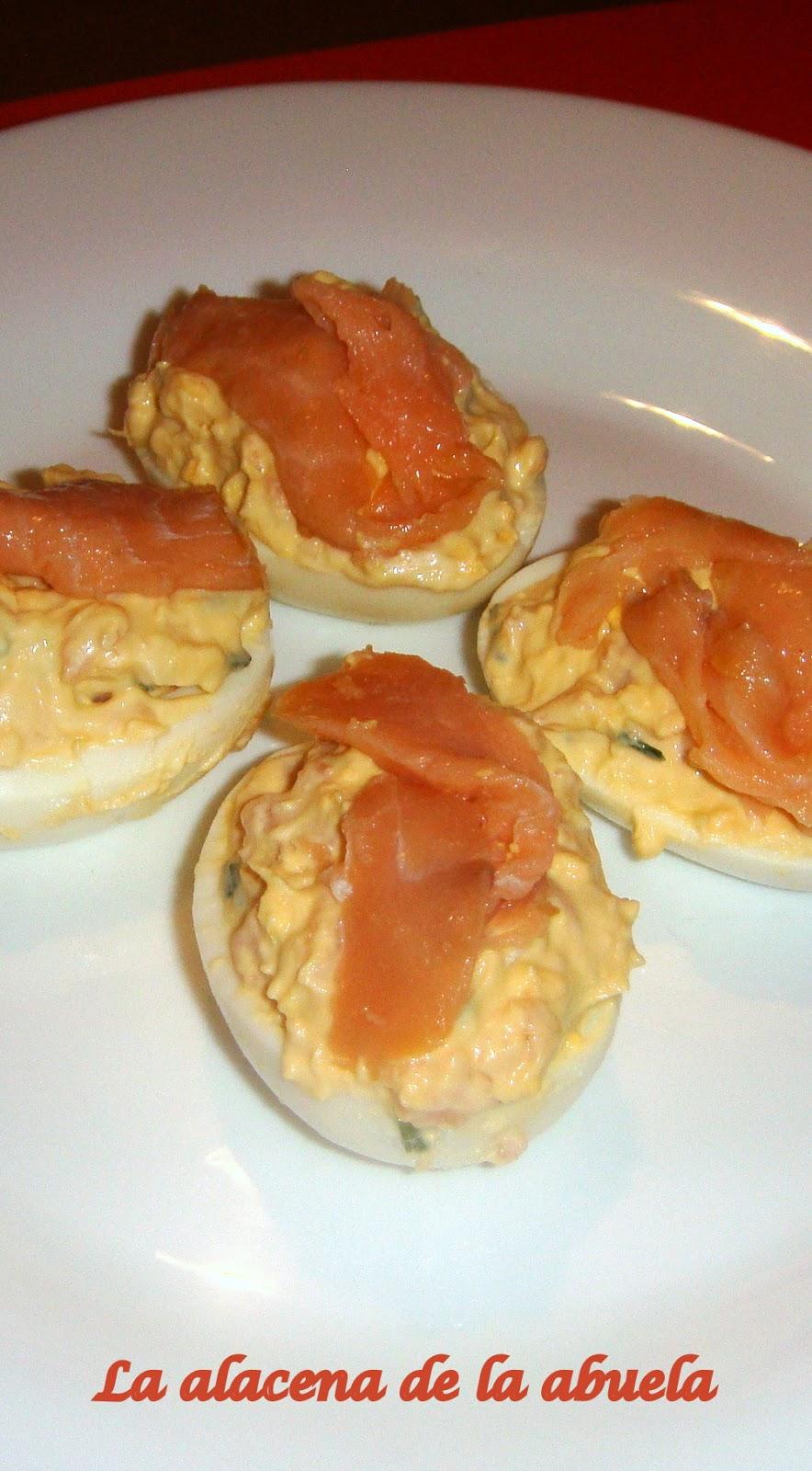 La alacena de la abuela carmen huevos rellenos de salm n for Cocina casera de la abuela