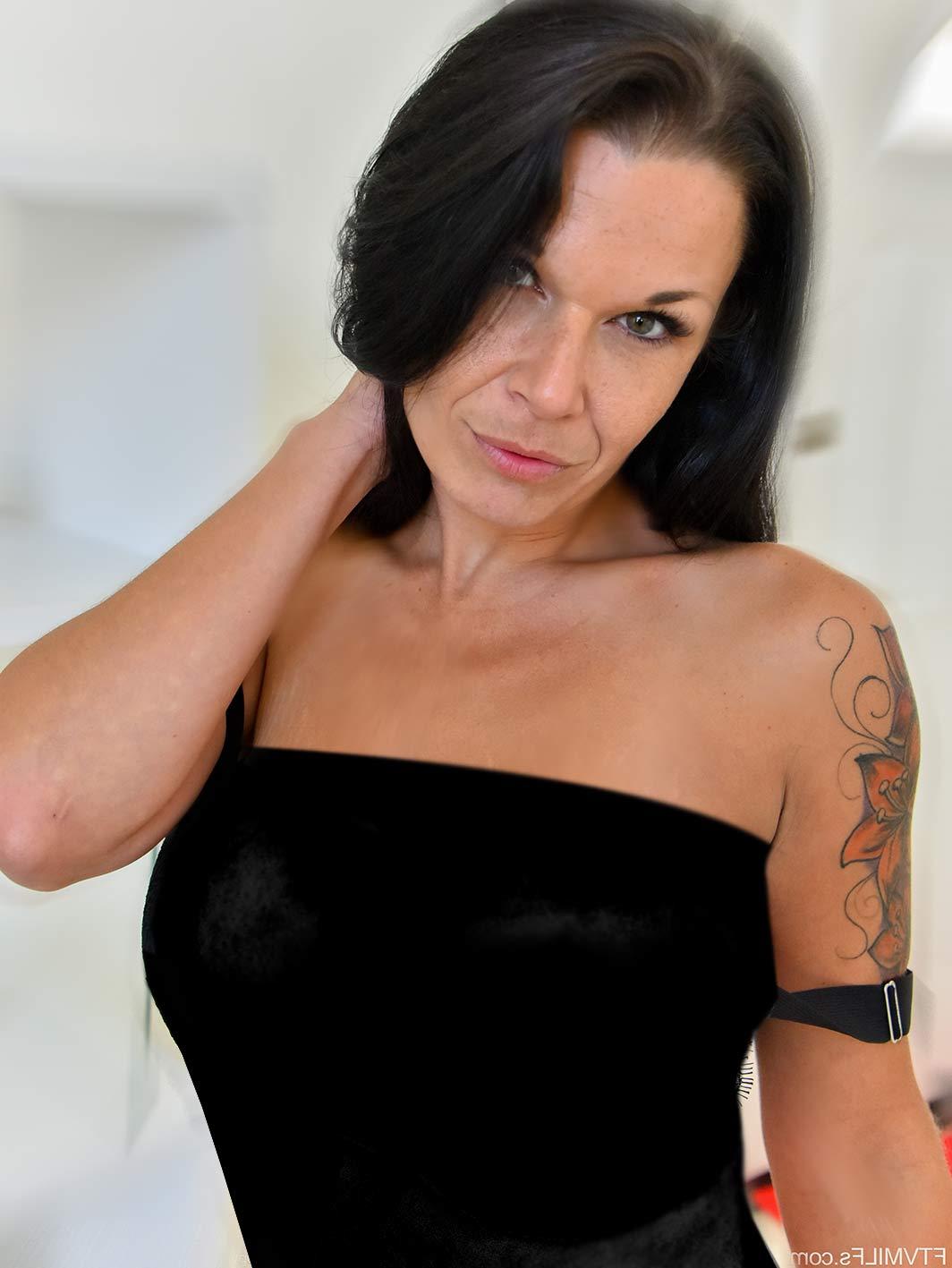 Mujer Madura tatuada