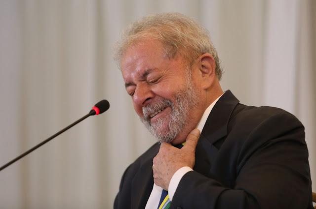 Sérgio Moro, responsável pelos processos da Lava Jato na primeira instância, aceitou a denúncia do Ministério Público Federal (MPF) contra o ex-presidente da República Luiz Inácio Lula da Silva (PT) e mais oito pessoas na Operação Lava Jato