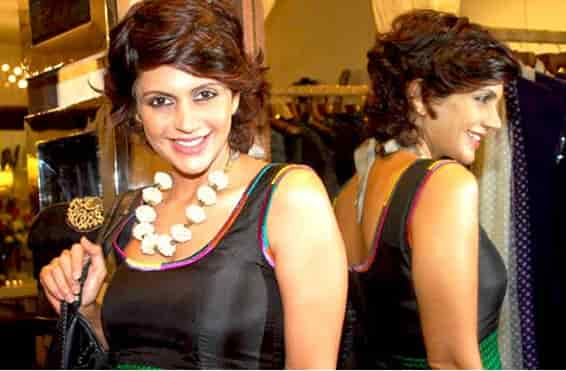 Mandira-Bedi-Happy-Borthday-15-April-1972
