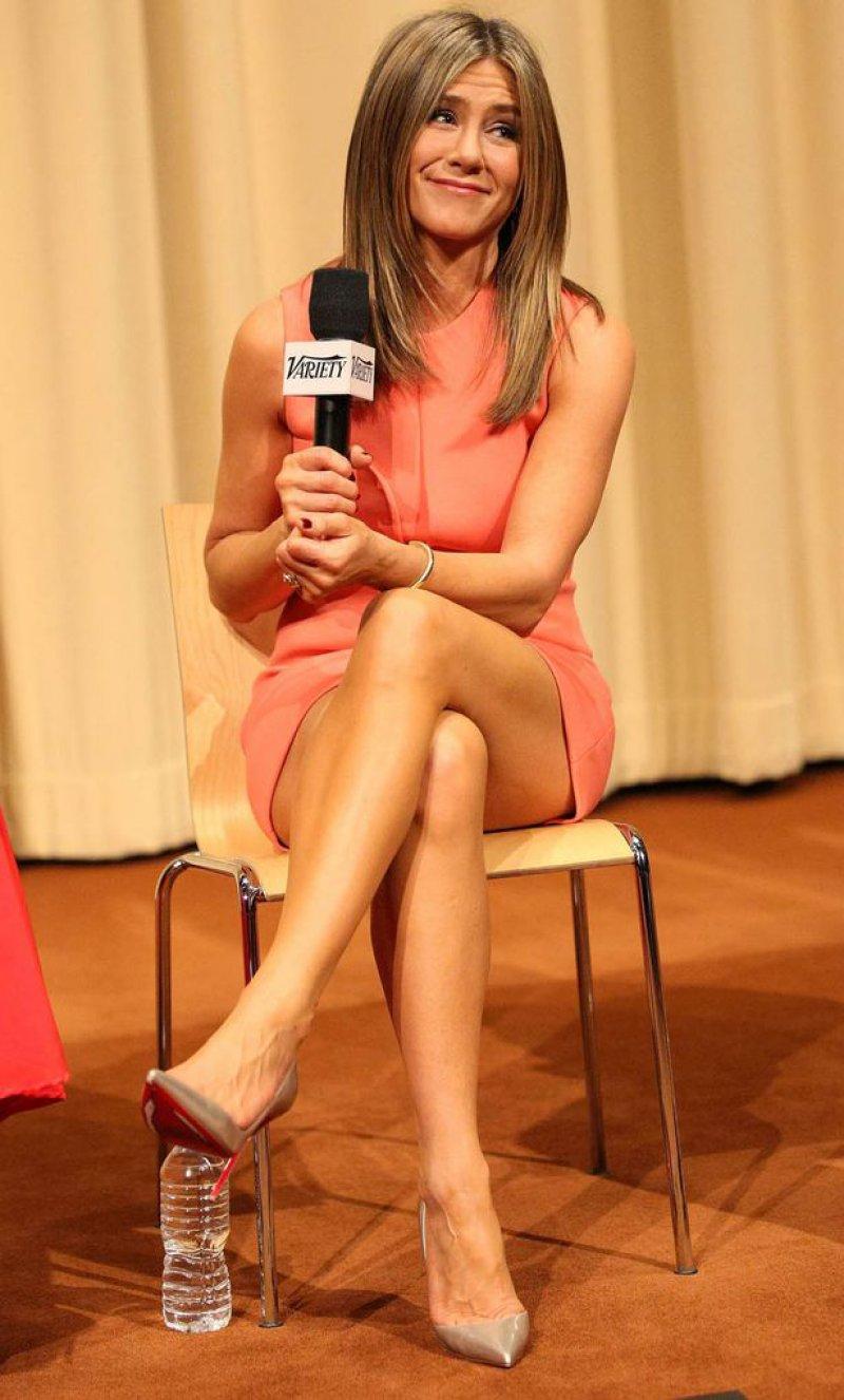 Jennifer Aniston legs show interview