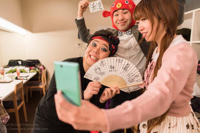 楽屋にて自撮りしているムコアンジー(木哥杏子)のレアな写真