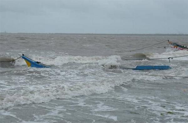 Kerala, News, Kerala Desiyavedi, Kumbala, Kasargod, Kerala Desiyavedi demands help fishermen family.