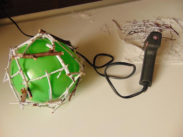 dekoracja z patyków DIY