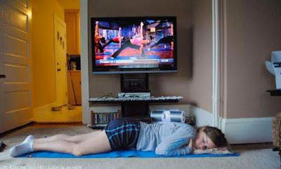 Faule Bilder Fitness lustige Frau am Wochenende