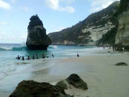 Destinasti Keindahan Wisata Pantai Suwehan Di Nusapenida