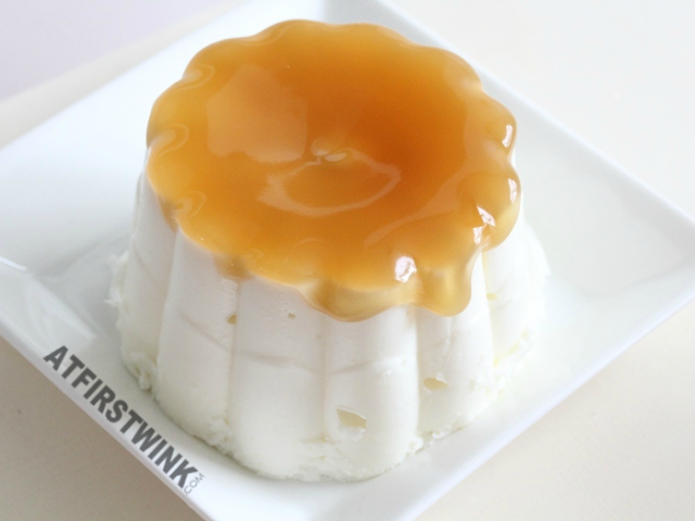Mona yoghurt pudding met honingsaus | airy yogurt pudding with honey sauce