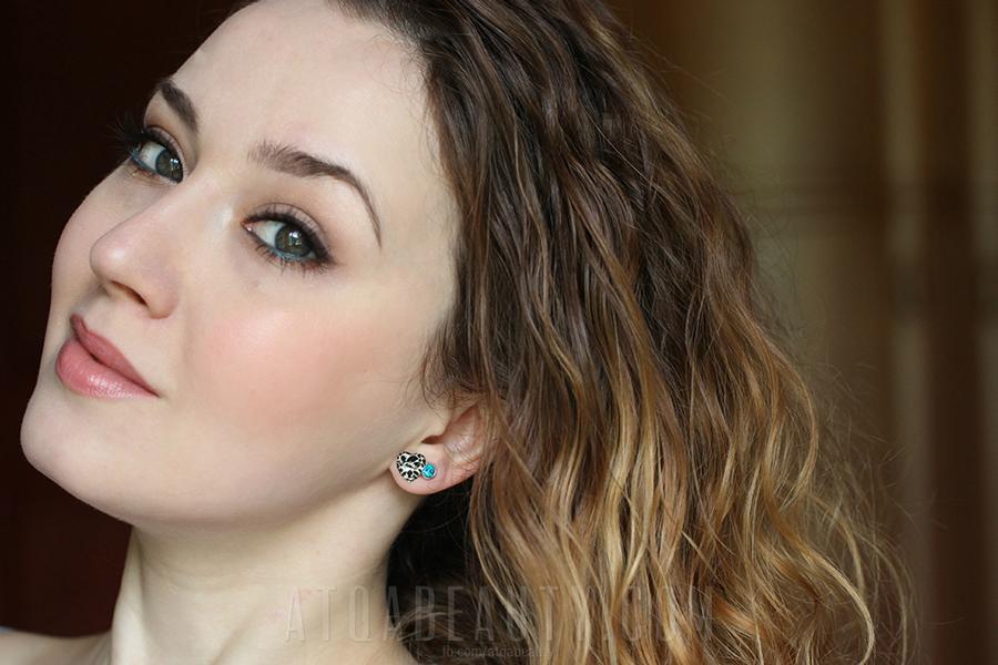 Atqa - makijaż z niebieskim akcentem