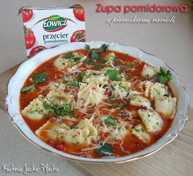 Zupa pomidorowa z pierożkami ravioli