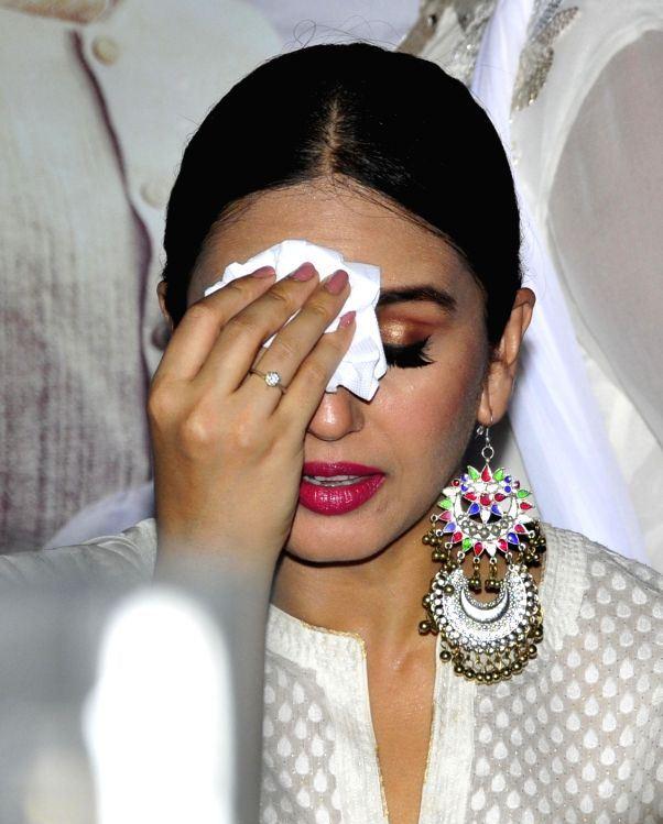 Indian Actress Huma Qureshi Beautiful Looking Face Photos In White Dress ❤