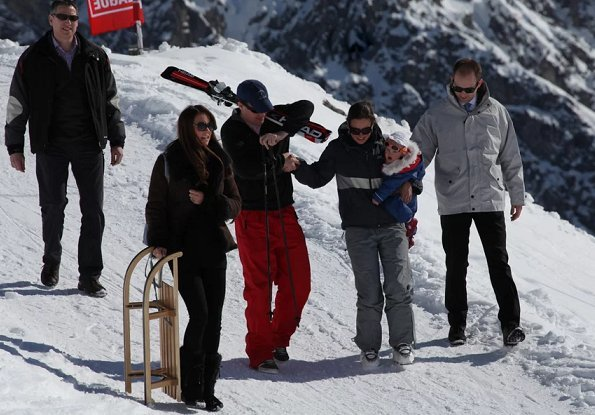 Kate Middleton, Prince William, and Prince Harry hung out with a group of friends in the Swiss Alps.The duchess was in Switzerland