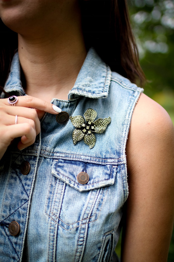 casual mini skirt with slip-on sneakers a denim vest and brooch. | A.Viza Style | banana republic mini skirt. brooch - denim vest - joie kidmore slip-on sneakers. dc blogger