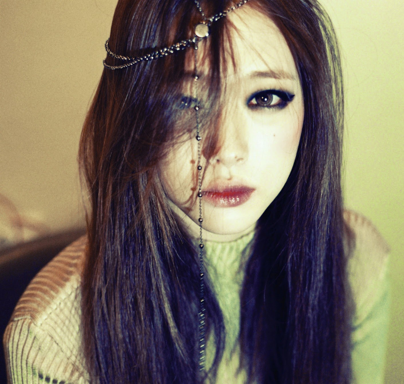 f(x) turns on the 'Red Light' with Sulli's teaser photos ... F(x) Sulli 2014 Red Light