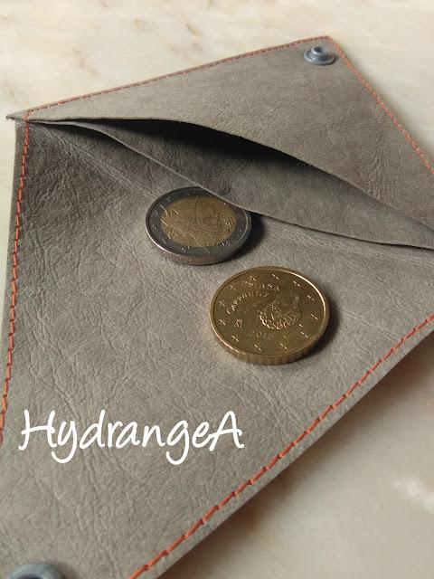 Portamonedas-Kraft-Tex2 forma de triángulo y dos bolsillos