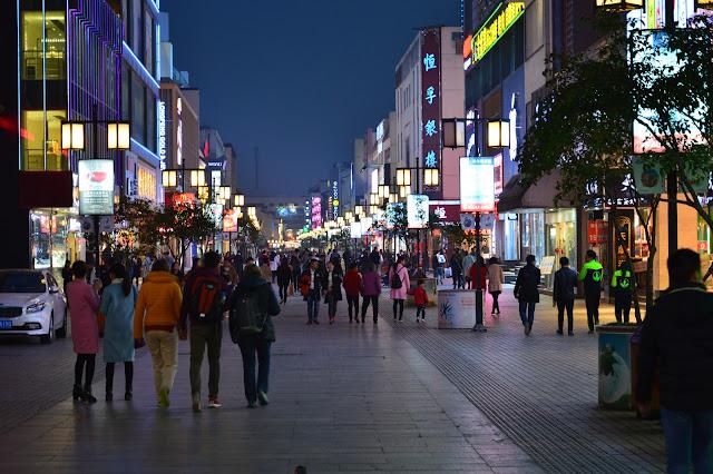 Rue commerçante à Suzhou