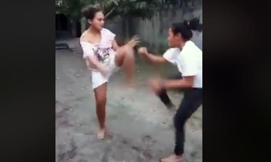 Video Dua Wanita Baku Hantam Sampai Anunya Kelihatan