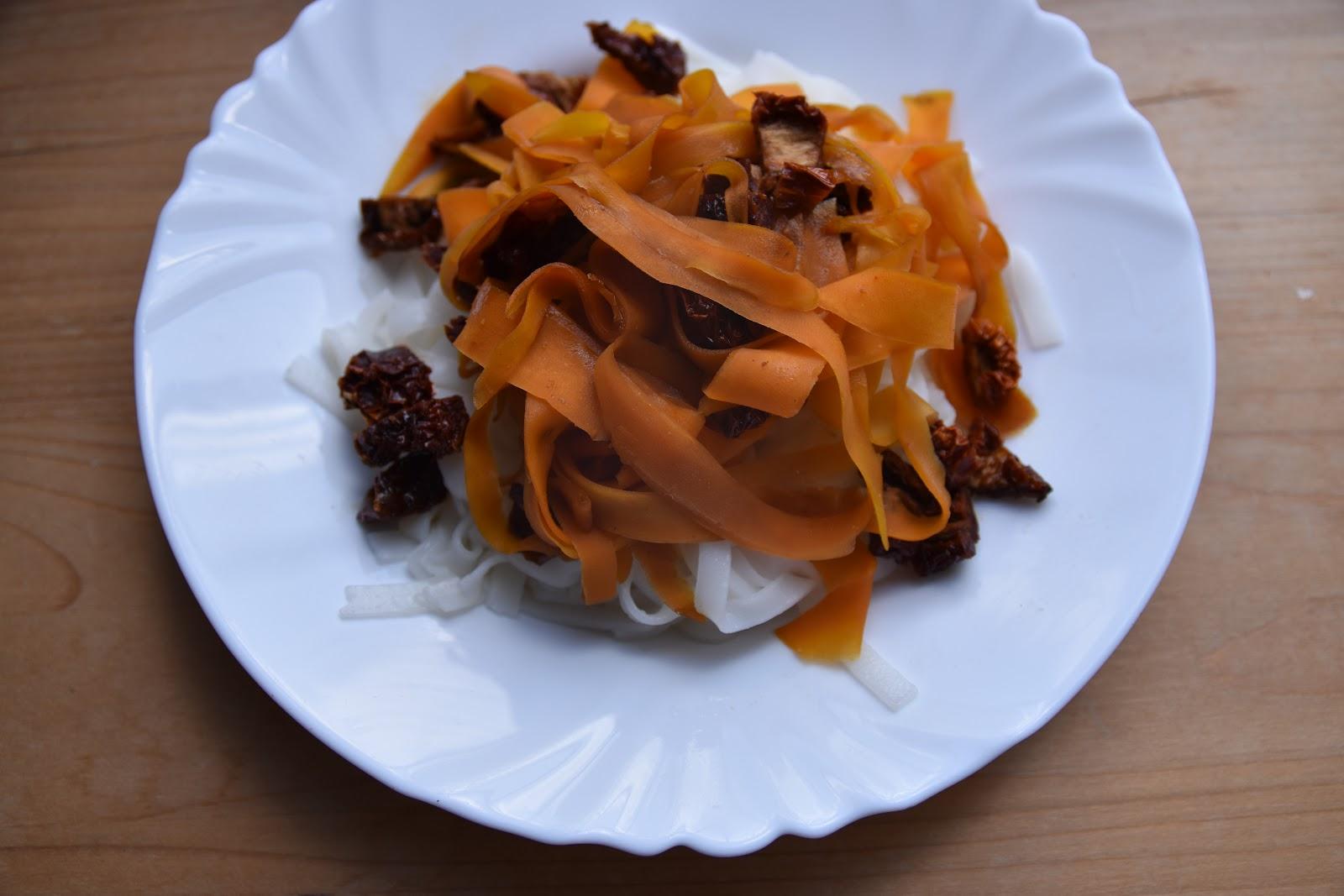 Rýžové nudle s mrkví a javorovým sirupem