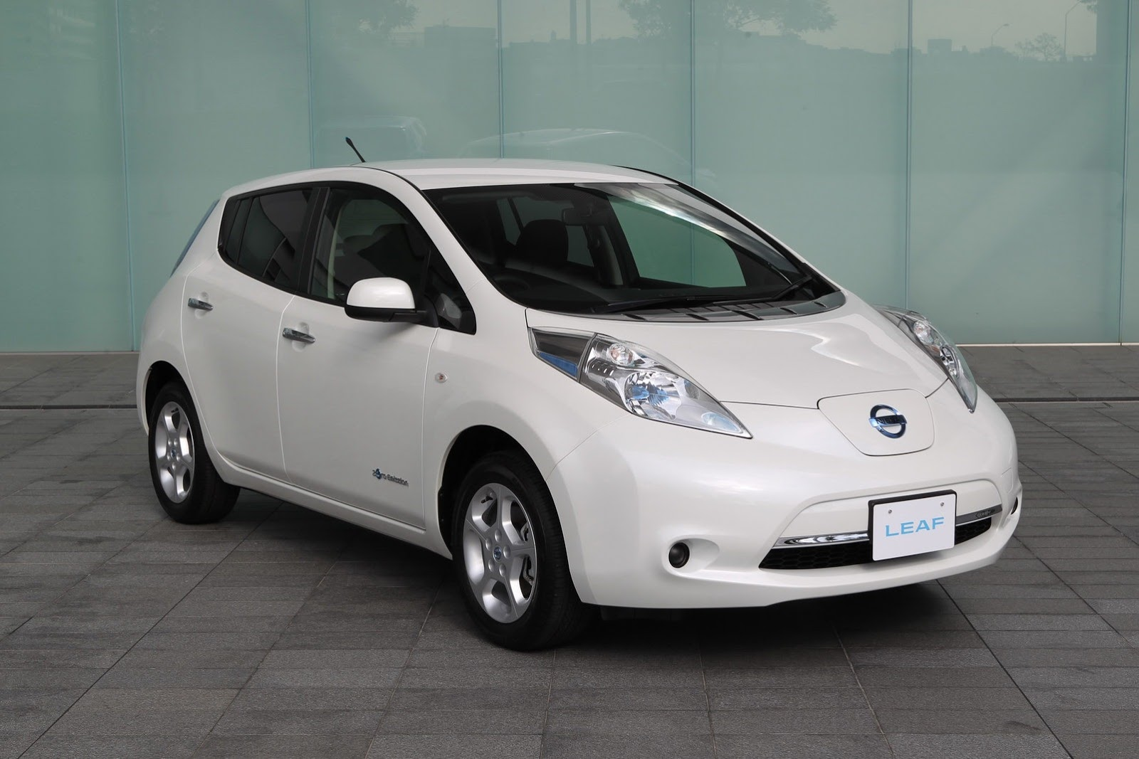 Latest Auto and Cars: 2013 Nissan Leaf is found a Latest Car