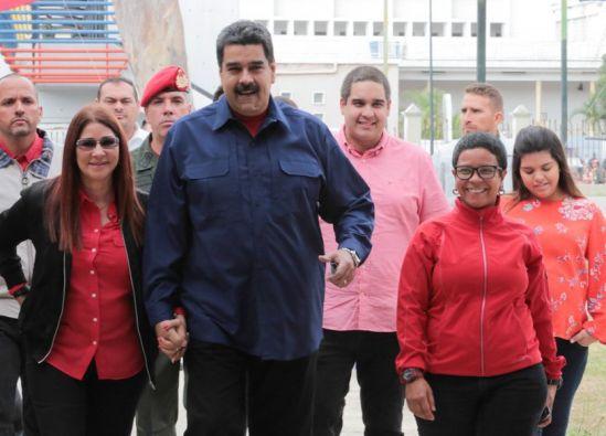 Maduro asoma adelanto de presidenciales y amenaza con invalidar a PJ, AD y Voluntad Popular