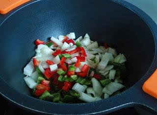 Trigo con cebolla, pimiento rojo y verde