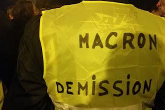 Parigi, notte di disordini e proteste per i gilet gialli. A Bordeaux fermato il leader Fly Rider