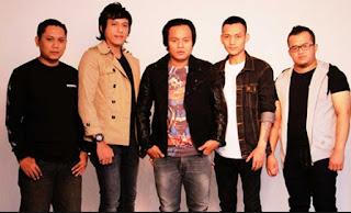 Lirik Lagu Dingin - Angkasa Band